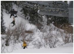 Nackter Skiurlauber