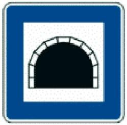 Tunnel auf dem Weg in den Skiurlaub